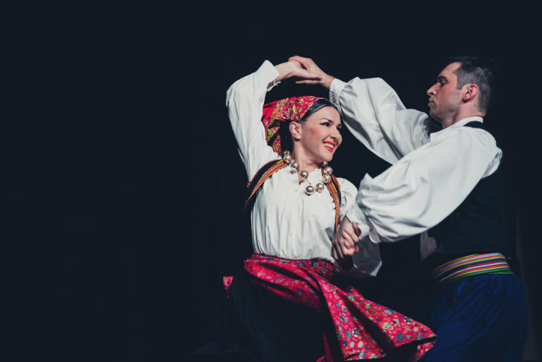 Lado danza le tradizioni croate con precisione e sapienza