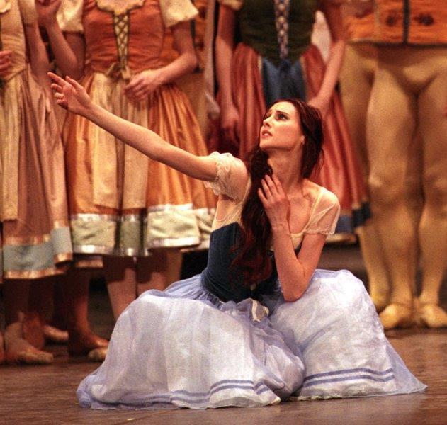 Giselle-Svetlana Zakharova ph Marco Brescia Teatro alla Scala 470346MBN
