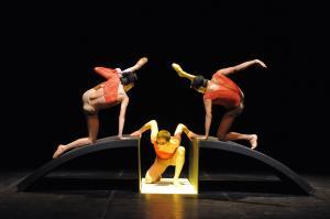 allo_spazio_tertulliano_la_compagnia_egri_bianco_danza_tom_waits