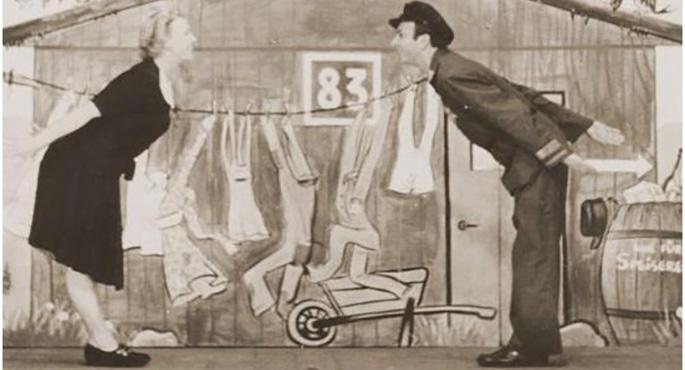 spettacolo-di-cabaret-tenutosi-nel-1943-nel-campo-di-westerbork_yad-vashem-archive
