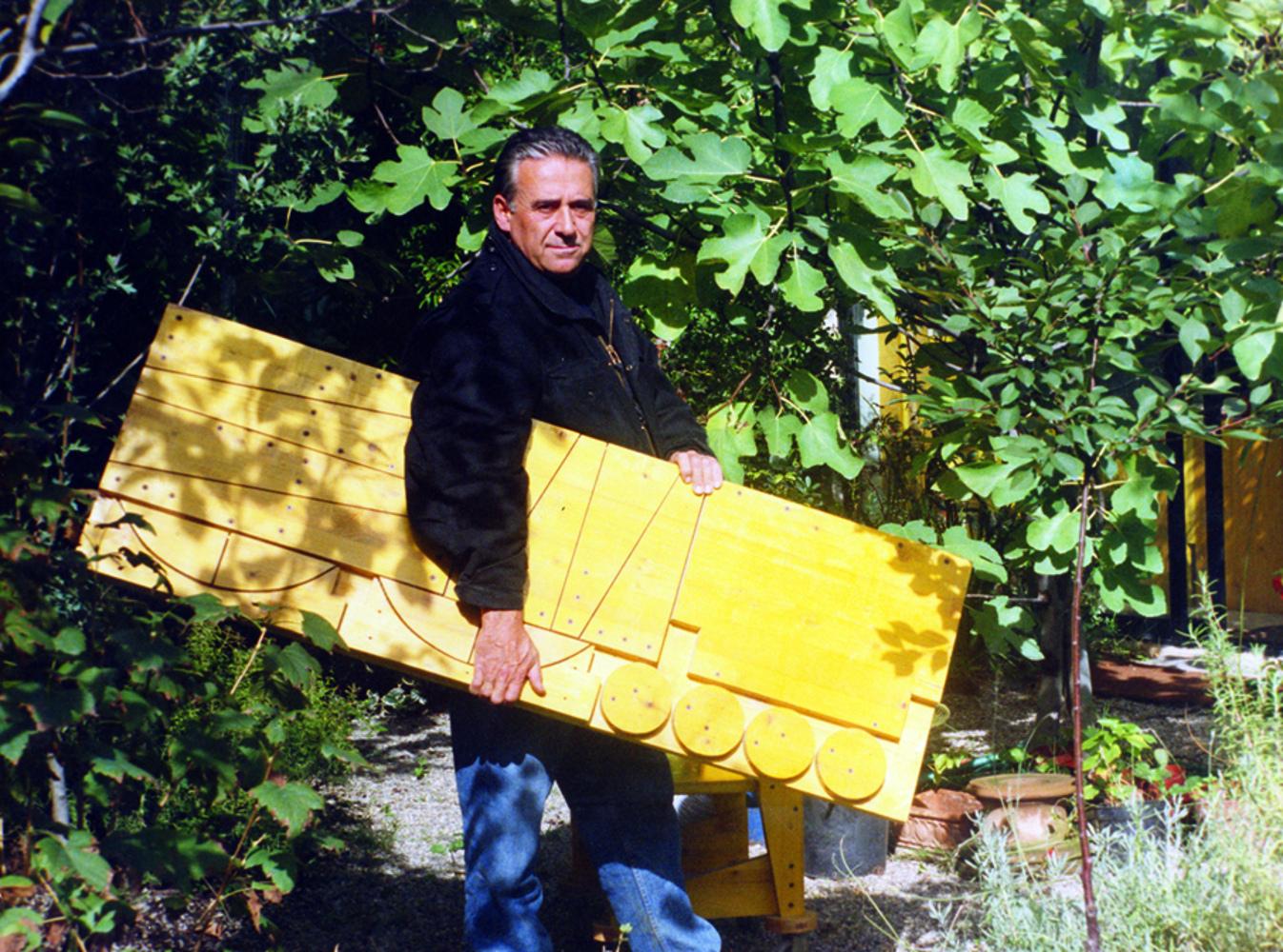 Cesare Leonardi con la tavola tracciata per il taglio della PR4
