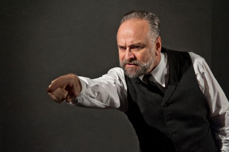 La maggioranza compatta è il vero pericolo: Un nemico del popolo di Ibsen secondo Popolizio
