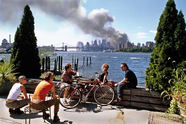USA. Brooklyn, New York. September 11, 2001. Young people relax during their lunch break along the East River while a huge plume of smoke rises from Lower Manhattan after the attack on the World Trade Center. Contact email:New York : photography@magnumphotos.comParis : magnum@magnumphotos.frLondon : magnum@magnumphotos.co.ukTokyo : tokyo@magnumphotos.co.jpContact phones:New York : +1 212 929 6000Paris: + 33 1 53 42 50 00London: + 44 20 7490 1771Tokyo: + 81 3 3219 0771Image URL:http://www.magnumphotos.com/Archive/C.aspx?VP=Mod_ViewBoxInsertion.ViewBoxInsertion_VPage&R=2K7O3RK0762&RP=Mod_ViewBox.ViewBoxZoom_VPage&CT=Image&SP=Image&IT=ImageZoom01&DTTM=Image&SAKL=T