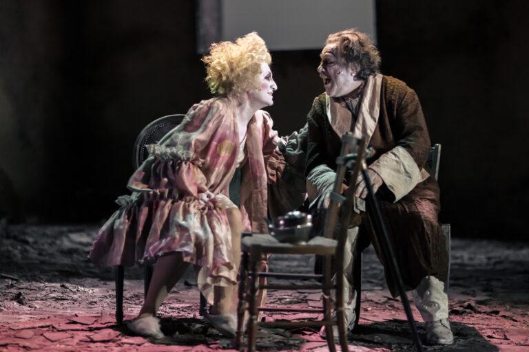 """Il lato struggente dell'assurdo: su """"Le sedie"""" di Ionesco secondo Valerio Binasco"""