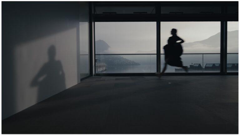 Danzare nel vuoto del teatro: su Poesie anatomiche/progetto Lingua Madre del LAC di Lugano